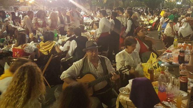Más de 10.000 personas viven el folclore y las tradiciones en el Baile de Magos