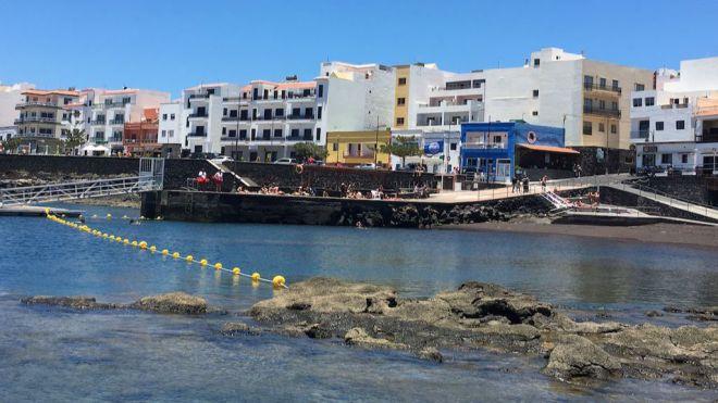 La playa de La Restinga renueva su Bandera Azul y La Restingolita el distintivo de Centro Azul