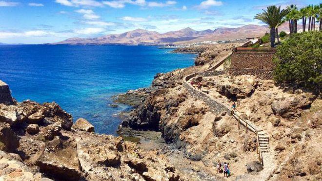 Tías logra para Lanzarote uno de los 4 galardones en Canarias que premian la calidad y belleza de senderos por el litoral