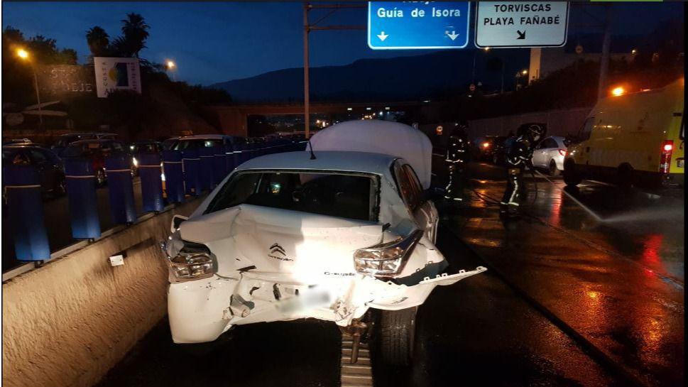 Bomberos de Tenerife interviene en dos accidentes de tráfico en Adeje