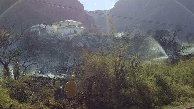 Continúan las tareas de refresco en el perímetro del incendio declarado en Valle Gran Rey
