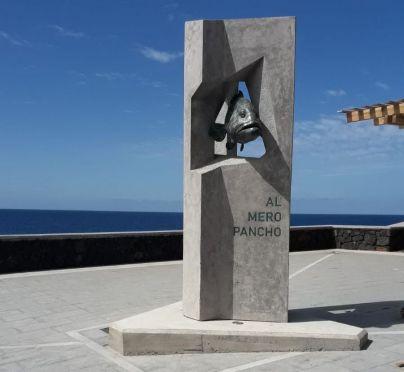 El Pinar rinde homenaje al mero Pancho con una escultura en La Restinga