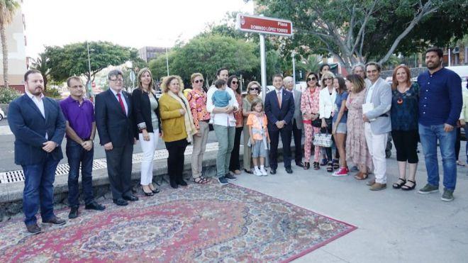 Santa Cruz dedica una plaza a la memoria de poeta y ensayista Domingo López Torres