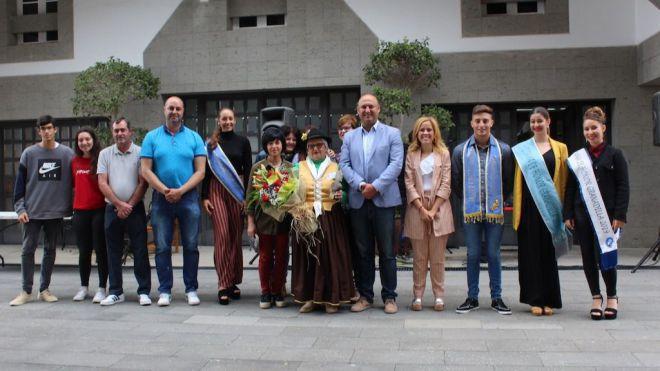 Rosa Espínola, premio 'Granadilla Artesana' por su labor textil en el municipio