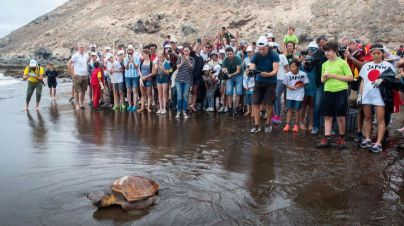 Gran Canaria bate el Récord Guinness de personas de distintas nacionalidades limpiando una playa