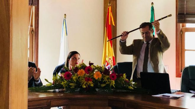Emiliano Coello repite como alcalde tras recibir el apoyo de los siete concejales de ASG