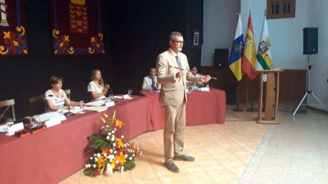Marciano Acuña vuelve a ser investido como alcalde de Haría