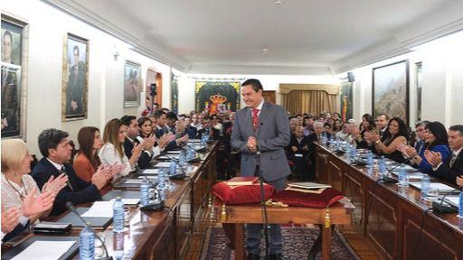 José Julián Mena toma posesión como alcalde de Arona