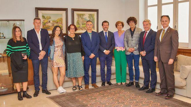 El Cabildo concede el título de Hijo Ilustre de la isla de Tenerife a Pedro Zerolo