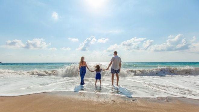 AEVID advierte sobre el riesgo de publicar nuestras vacaciones en las redes sociales