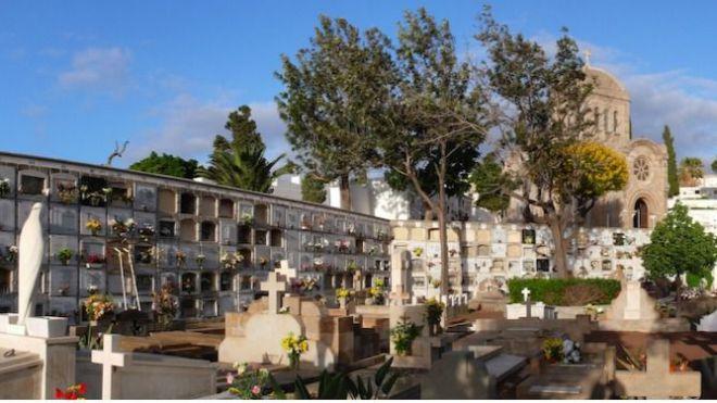 Más fallecimientos que nacimientos en Canarias