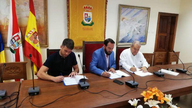 Firma del convenio entre FEDEPALMA y el Ayuntamiento de Tijarafe