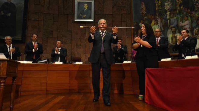 Casimiro Curbelo toma posesión de su cargo como presidente del Cabildo de La Gomera