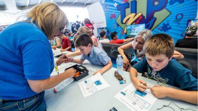 TLP Tenerife promueve un espacio para las familias con videojuegos, juegos de mesa y talleres de programación