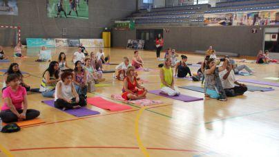 El Día Internacional del Yoga se celebrará en el Polideportivo de Fañabé