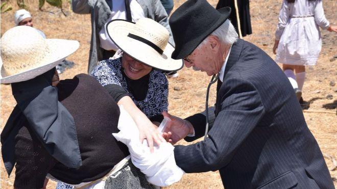 """Una multitud revive el tradicional trueque en la XIV edición de """"Al Paso de la Cumbre 2019"""""""