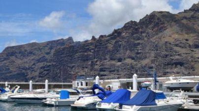 El Puerto Deportivo de Los Gigantes iza por séptimo año consecutivo su Bandera Azul