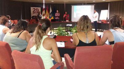 Los microplásticos protagonizan la primera sesión de la Universidad de Verano de La Gomera