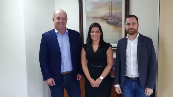 Yaiza Castilla se reúne con Pedro Ortega e Isaac Castellano para recibir el traspaso de poderes