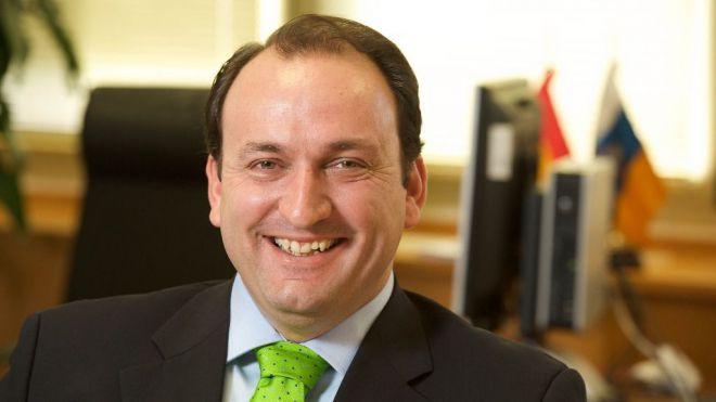 Ricardo Fernández de La Puente asume la secretaría de la comisión de Asuntos Europeos y Acción Exterior