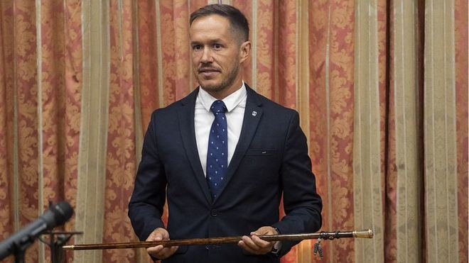 Mariano Hernández se convierte en presidente del Cabildo de La Palma