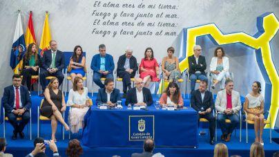 Antonio Morales, Luis Ibarra y Concepción Monzón firman el pacto de gobierno del Cabildo