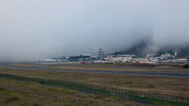 La niebla provoca 19 desvíos y 17 cancelaciones en el Aeropuerto Tenerife Norte