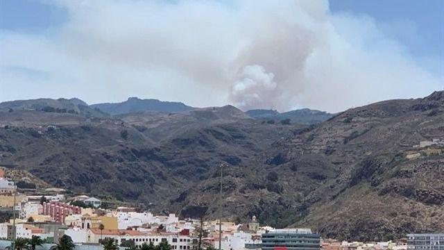 El incendio de Artenara pasa a nivel 2 y ya afecta a 900 hectáreas