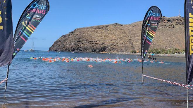 La Gomera se lanza al agua en su primera travesía a nado