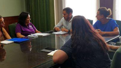 El Cabildo colaborará con el colectivo Violetas en defender los derechos LGTBI+