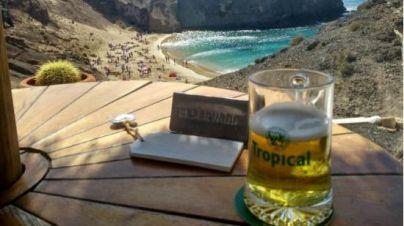 Cerveza, paella y la combinación pueblo-playa, lo mejor del verano para los canarios
