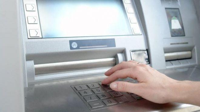 Detienen a una empleada de banca por estafar 285.000 euros a tres clientes en Tenerife