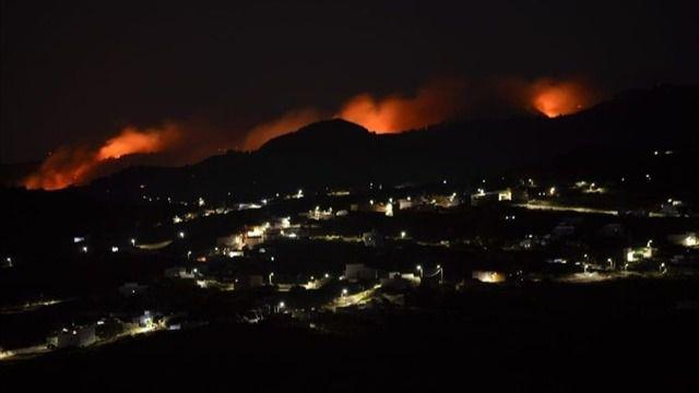 El incendio de Gran Canaria ha quemado ya más de 400 hectáreas y la cifra de evacuados asciende a 2.000