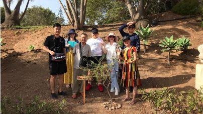 La responsable de la Casa Natal de Sanmao visita la ruta turística creada en Telde en torno a esta escritora china