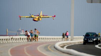 Un helicóptero y cuatro brigadas se mantienen trabajando en la extinción del incendio de Gran Canaria