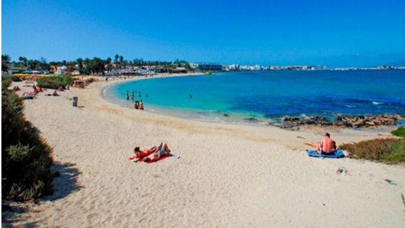 Los turistas internacionales caen un 7,9% en julio en Canarias