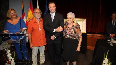 Yaiza nombra Hija Predilecta a la poetisa popular de Las Breñas e Hijo Adoptivo al artesano afincado en Uga desde hace 35 años