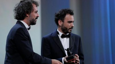 Théo Court, mejor director en la sección Horizontes de Venecia por 'Blanco en blanco'