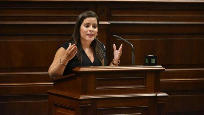 """Yaiza Castilla reitera su compromiso """"con la conectividad aérea de Canarias"""" como eje principal de su departamento"""
