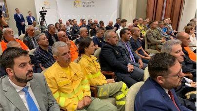 El Parlamento reconoce a 'quienes lo dieron todo' para extinguir el incendio de Gran Canaria