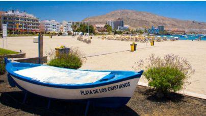 Arona abre la Playa de Los Cristianos tras los resultados que indican parámetros normales y en condiciones para el baño