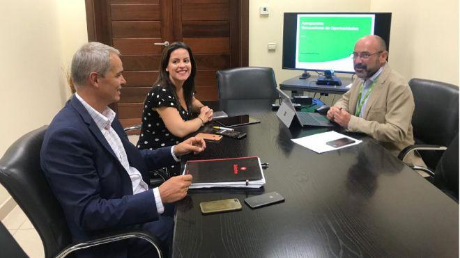 Yaiza Castilla aborda con AENA estrategias y planes para incentivar la conectividad aérea con Canarias