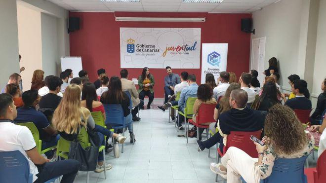 La directora general de Juventud apela a la necesidad de crear oportunidades en Canarias a los y las jóvenes