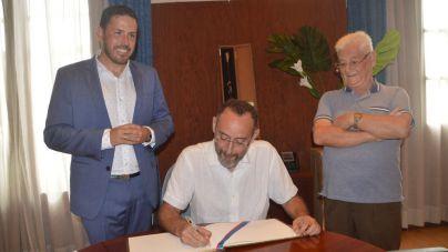 El alcalde felicita al periodista teldense José Naranjo por la Cruz de la Orden del Mérito Civil