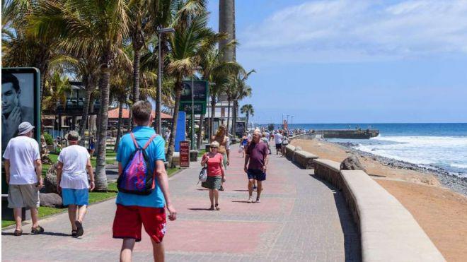 Canarias alcanza los 8,6 millones de turistas hasta agosto, un 3,7% menos
