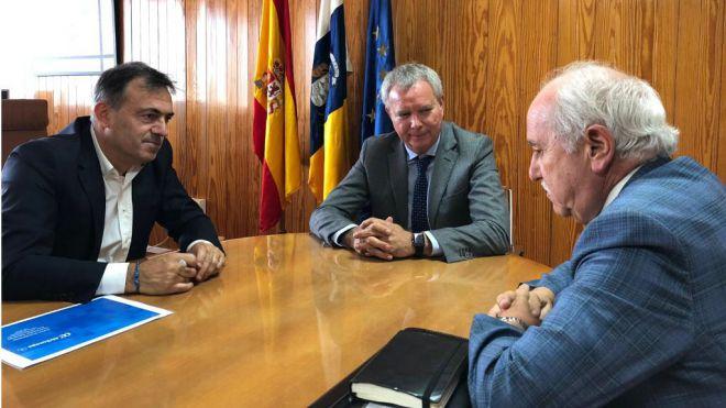 Franquis mantiene un encuentro con representantes de Binter y Air Europa para tratar sobre la conectividad aérea