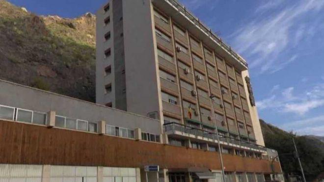 Desalojada la Casa del Mar de Santa Cruz por desprendimientos en la ladera trasera
