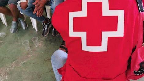 Arriba una patera con tres migrantes al Puerto de Arguineguín, en Gran Canaria