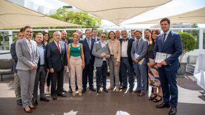 La municipios turísticos requieren a la MInistra atención a la idiosincrasia de Canarias