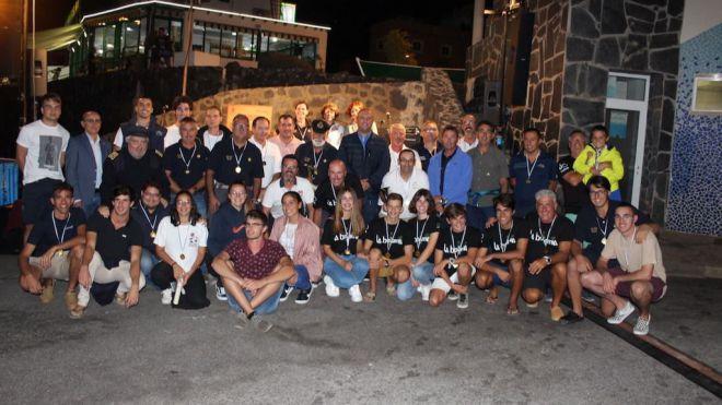 Entrega las medallas de la I Regata del V Centenario de la Vuelta al Mundo Magallanes-Elcano